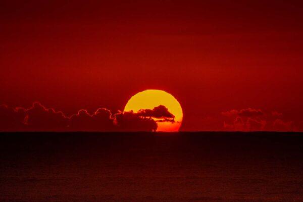 Pôr do sol sobre o mar em Tenerife nas ilhas Canárias